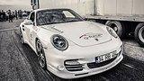 видео 2 мин. 41 сек. Porsche 911 Turbo vs Audi RS7 vs Ford Mustang раздел: Авто, мото добавлено: 12 июня 2015