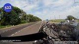 видео 10 мин. 2 сек. Car Crash Compilation # 522 - May 2015 раздел: Аварии, катастрофы, драки добавлено: 12 июня 2015