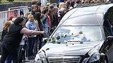 видео 1 мин. 4 сек. Германия: прощание с жертвами катастрофы Germanwings раздел: Новости, политика добавлено: 12 июня 2015