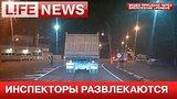 видео 30 сек. Инспектор ДПС бросался петардами на посту и попал на видео раздел: Новости, политика добавлено: 12 июня 2015