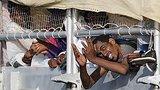 видео 1 мин. 32 сек. Кризис с нелегальной миграцией: Франция готова проявить солидарность раздел: Новости, политика добавлено: 17 июня 2015