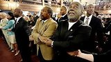 видео 1 мин. 7 сек. В Чарльстоне, Филадельфии и других городах прошли всенощные бдения в память о жертвах раздел: Новости, политика добавлено: 19 июня 2015