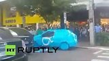 видео 1 мин. 25 сек. В Бразилии оригинально наказали водителя, припарковавшегося на месте для инвалидов раздел: Новости, политика добавлено: 26 июня 2015
