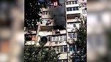 видео 29 сек. Соседи тушили ведрами пожар в квартире в Краснодаре раздел: Новости, политика добавлено: 28 сентября 2017