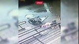 видео 12 сек. Окно упало на женщину с коляской в Москве раздел: Новости, политика добавлено: вчера 16 октября 2017