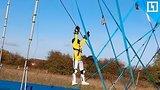 видео 18 мин. 24 сек. Летает как Человек-паук раздел: Новости, политика добавлено: 10 марта 2018