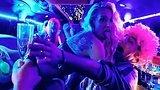 видео 1 мин. 33 сек. Мальчишник в Европе — Русский трейлер (2018) раздел: Кино, ТВ, телешоу добавлено: 30 июня 2018