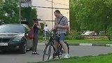 видео 26 сек. Пешеходов и велосипедистов предлагают штрафовать за появление на проезжей части в наушниках раздел: Новости, политика добавлено: 14 июля 2015