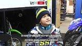 видео 2 мин. 15 сек. Малыш мотогонщик покоряет трассы мира раздел: Новости, политика добавлено: 9 ноября 2018