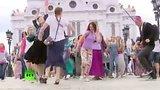видео 1 мин. 20 сек. Москвичи вышли на танцевальную прогулку раздел: Новости, политика добавлено: 18 июля 2015