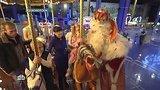 видео 6 мин. 9 сек. Встречи, подарки и волшебство: второй день Деда Мороза в Красноярске раздел: Новости, политика добавлено: 25 декабря 2018