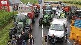 видео 51 сек. Фермеры Франции, протестуя, мешают туристам раздел: Новости, политика добавлено: 21 июля 2015