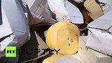 видео 1 мин. 44 сек. В Белгороде раздавили катком санкционный сыр раздел: Новости, политика добавлено: 6 августа 2015