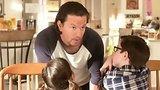 видео 2 мин. 24 сек. Папочка дома (2015)   Русский Трейлер раздел: Кино, ТВ, телешоу добавлено: 7 августа 2015