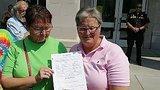 видео 21 сек. Однополые пары в Кентукки смогли вступить в брак раздел: Новости, политика добавлено: 5 сентября 2015