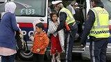видео 1 мин. 21 сек. Ближневосточные беженцы прибывают из Венгрии на австрийскую границу раздел: Новости, политика добавлено: 5 сентября 2015