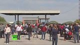 видео 48 мин. 25 сек. Беженцы на хорватско-сербской границе раздел: Новости, политика добавлено: 22 сентября 2015